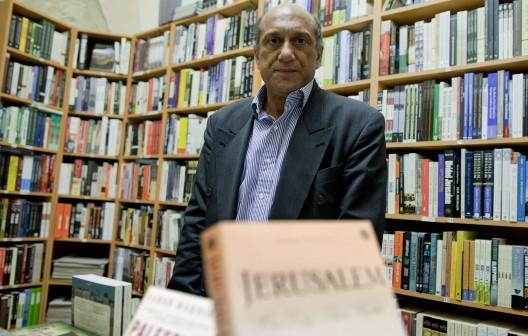 Munzer Fahmi, gerente de la librería del hotel American Colony