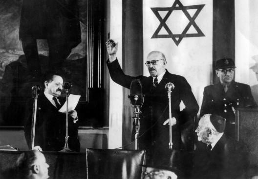 Jaim Weizmann presta juramento ante la Asamblea Constituyente como primer presidente del Estado de Israel