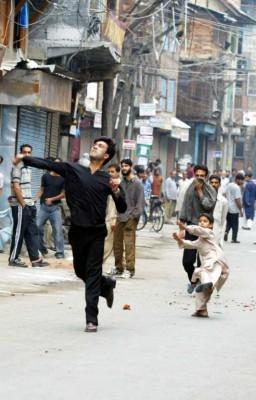Manifestantes cachemires durante una protesta en Srinagar
