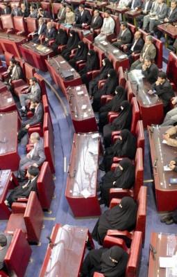 Diputados iraníes durante una sesión parlamentaria