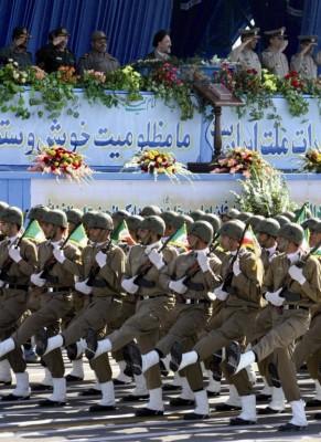 Soldados en la ceremonia de conmemoración del inicio de la guerra con Iraq