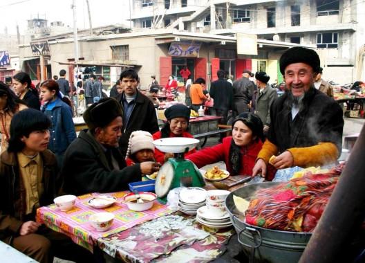 Quioscos en un bazar de Kuche