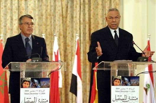 El Secretario de Estado de EEUU, Colin Powell y el Ministro de Asuntos Exteriores de Marruecos, Mohamed Ben Aissa