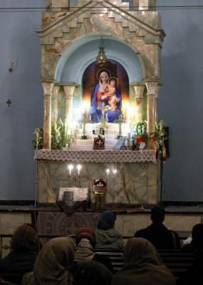 Cristianos armenios iraníes celebran el día de Nochebuena en una iglesia en el centro de la ciudad
