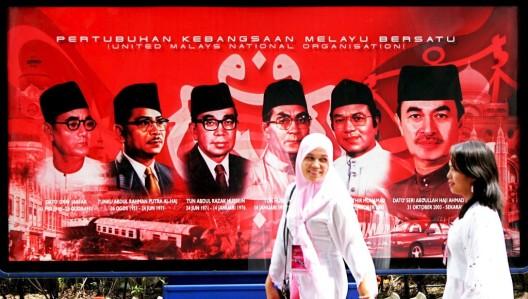Póster con las imágenes de los primeros ministros malasios