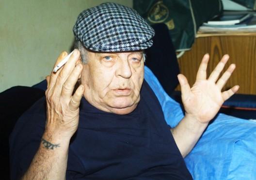 Foto de archivo sin fecha del poeta y dramaturgo sirio Muhammad al-Magut fallecido el 3 de abril de 2006