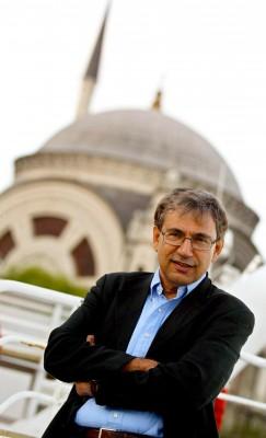 el novelista Orhan Pamuk, primer autor turco galardonado con el Premio Nobel de Literatura 2006