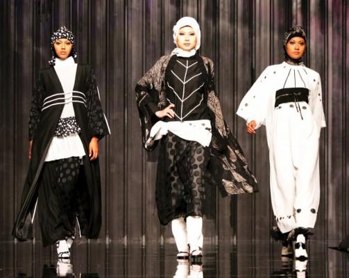 modelos lucen creaciones del diseñador indonesio Ernie Kosasih