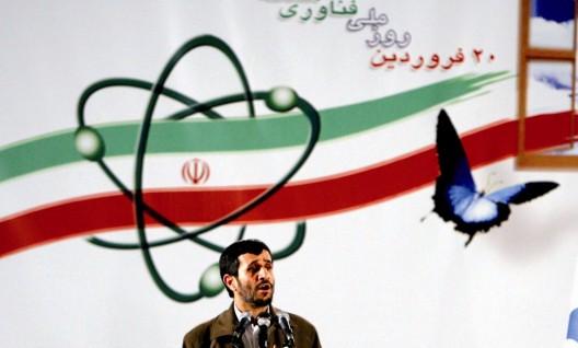 El presidente iraní, Mahmud Ahmadineyad, durante la conmemoración del Día Nacional de la Energía Atómica en la central nuclear de Natanz