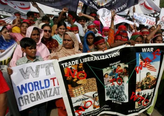 Partidarios de la Convención de Resistencia Campesina contra la Organización Mundial del Comercio (OMC)