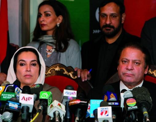 Los ex primeros ministros de Pakistán Benazir Bhutto y Nawaz Sharif