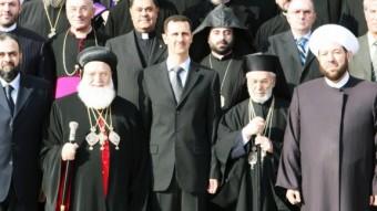 Líderes cristianos y musulmanes posan junto al presidente de Siria, Bashar al-Asad