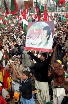 Simpatizantes de Imran Khan, el ex jugador de críquet convertido en político y cabeza de la formación opositora Tehreek-e-Insaf
