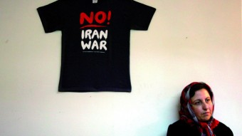 La Premio Nobel de la Paz iraní, Shirin Ebadi, en la oficina central de los Defensores de los Derechos Humanos