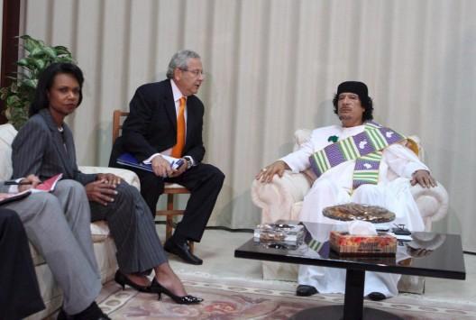 El líder libio, Muammar Gaddafi en una reunión con la Secretaria de Estado de EEUU, Condoleezza Rice