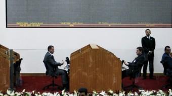 El ministro de Finanzas sirio, Mohamad Musein, da un discurso durante la ceremonia de apertura oficial de la Bolsa de Damasco
