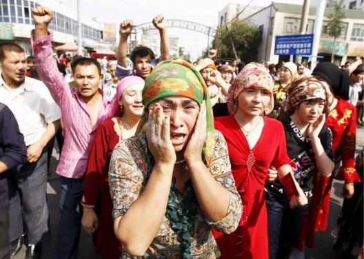Musulmanes uigures protestan