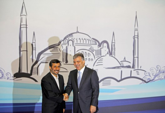 El presidente turco Abdullah Gül recibe a su homónimo iraní Mahmud Ahmadineyad