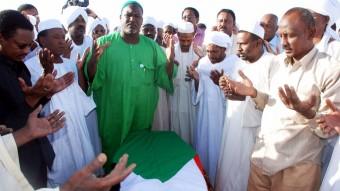 Funeral del escritor sudanés Tayeb Salih