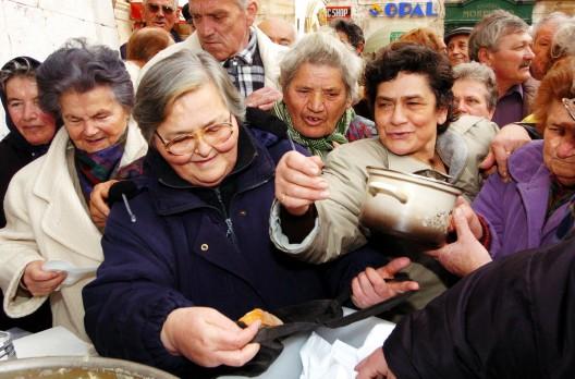 reparto de comida gratuita tradicionalmente celebrado en Navidad