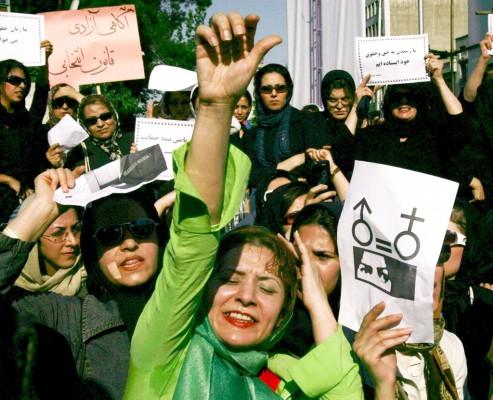 Un grupo de mujeres iraníes se manifiesta