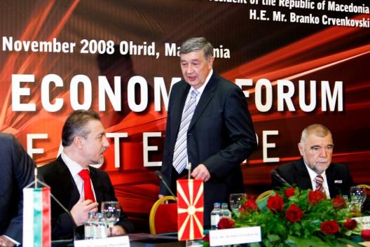 Los presidentes de Macedonia, Branko Crvenkovski (i), Bosnia-Herzegovina, Nebojsa Radmanovic (c), y Croacia, Stjepan Mesic