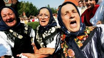 Ancianas croatas en el festival de Dakovacki Vezovi